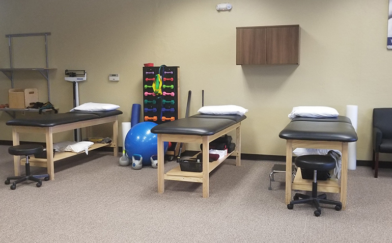 SERC Physical Therapy in South Overland Park, KS (Stanley) Treatment Tables